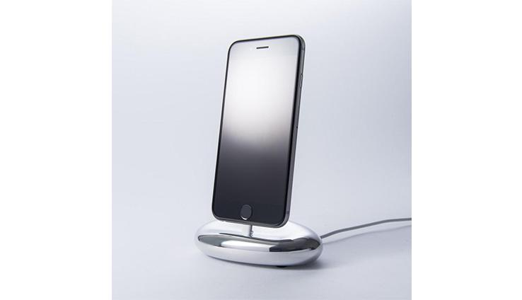 精致鹅卵石iphone充电座 由设计单位watt-nave呈现